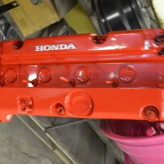 Красно-серебристая клапанная крышка Honda